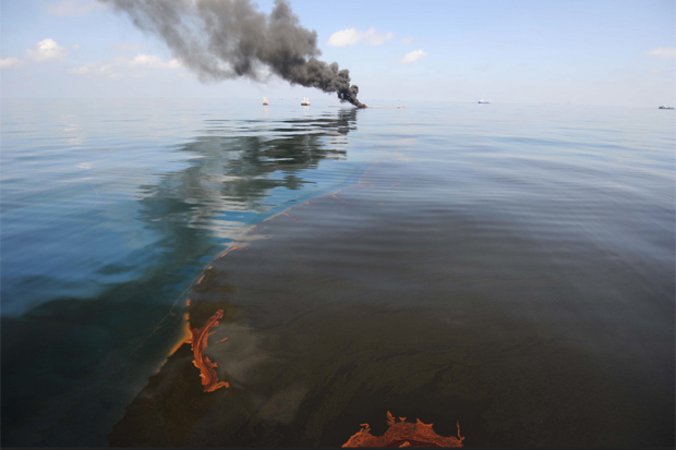 how to clean an oil spill on land